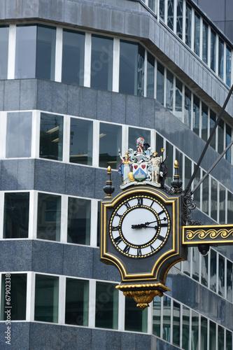 ulica-zegar-w-miescie-londyn