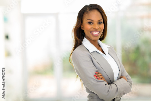 Photo  young african american businesswoman in office