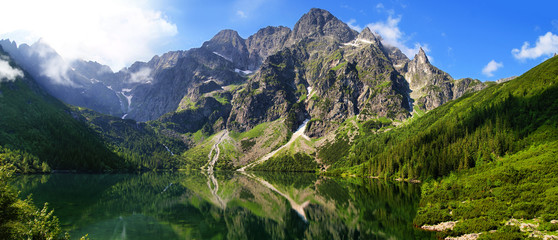 Obraz na SzkleBeautiful scenery of Tatra mountains and Eye of the Sea