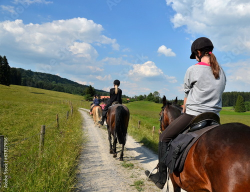 Fotobehang Paardrijden Mädchen, Ausritt, Pferde