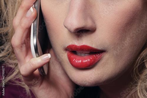 Valokuva  femme donnant un appel téléphonique érotique