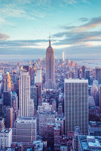 New York City skyline under pastel evening sky Tablou Canvas