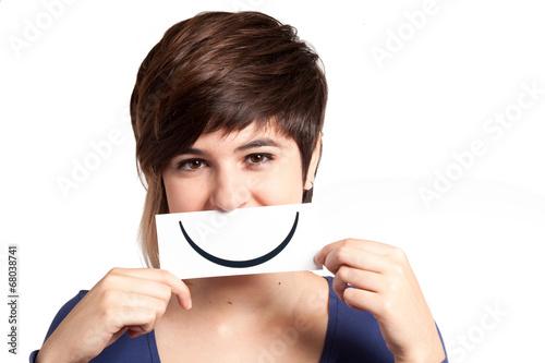 Fotografia  adolescente con sorriso finto