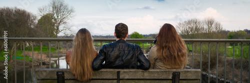 Foto  im herbst auf einer bank sitzen