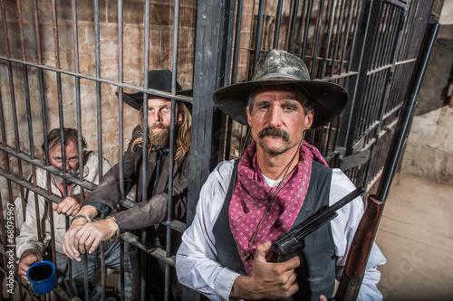 Fotografia, Obraz  Sheriff Poses With Prisoners