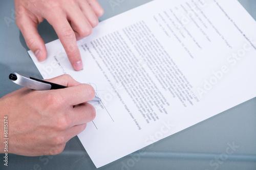 Fotografía  einen vertrag unterzeichnen