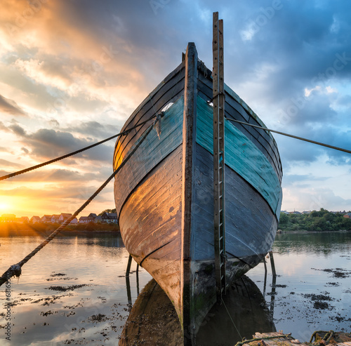 Photo Stands Shipwreck Old Boat