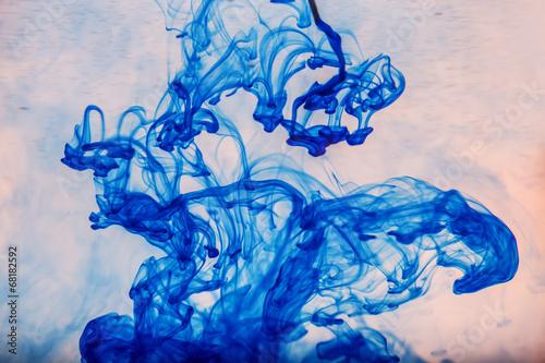 Deurstickers Kristallen abstract blue paint drops in water