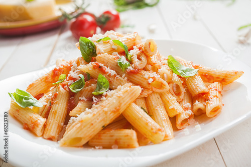 Fotografiet Serving of spicy savory italian penne pasta