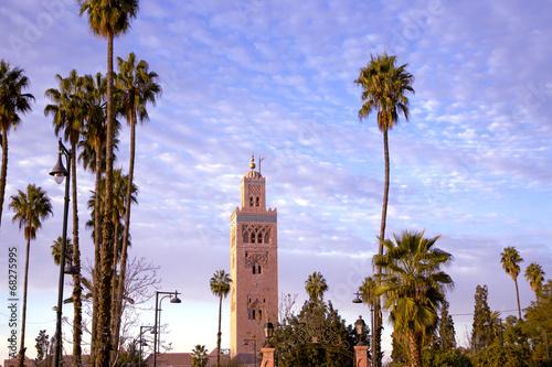 Meczet Koutoubia to największy meczet w Marrakeszu w Maroku