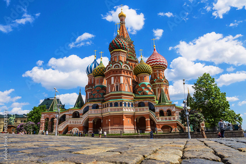 Tuinposter Moskou St. Basil's Cathedral on Red Square in Moscow, Russia.
