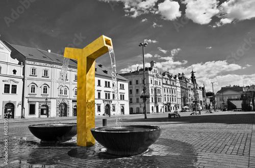 Poster de jardin Fontaine Golden fountain on the square in Pilsen