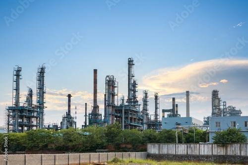 Staande foto Industrial geb. petrochemical plant skyline at dusk