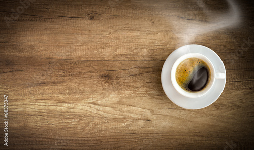 Photo  cup of coffee on wooden background