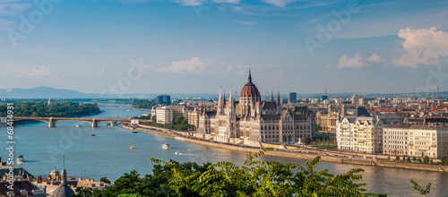 Poster Boedapest Panorama view at the parliament with Danube river in Budapest