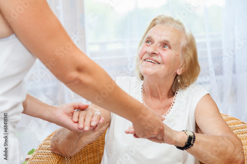 Fotografia  Providing care for elderly