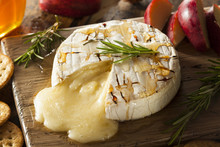 Homemade Baked Brie With Honey