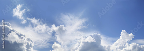 niesamowita-panorama-blekitnego-nieba
