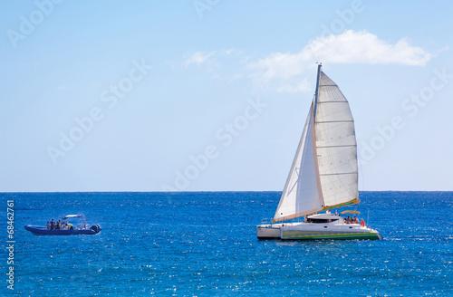 Canvas Print catamaran et canot pneumatique