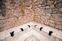Tuvalet & Efes Antik Kent