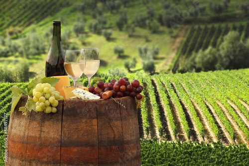White wine with barell in vineyard, Chianti, Tuscany, Italy Fototapet
