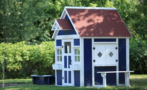 Photo  playhouse  in the backyard for kids