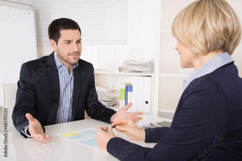Fényképezés  Besprechung im Büro: Kunden und Berater