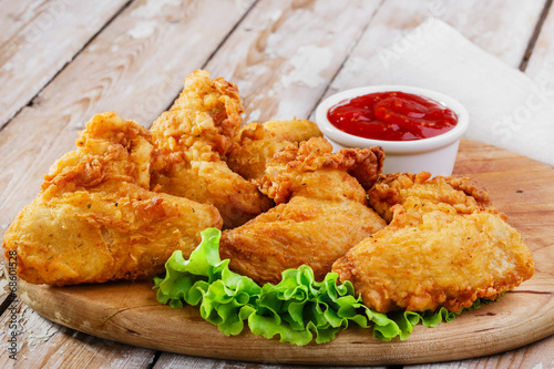 Tuinposter Kip fried chicken wings in batter