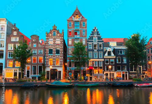 Spoed Foto op Canvas Amsterdam Night city view of Amsterdam canals and typical houses, Holland,