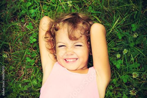 Fotografía  Bambina sul prato
