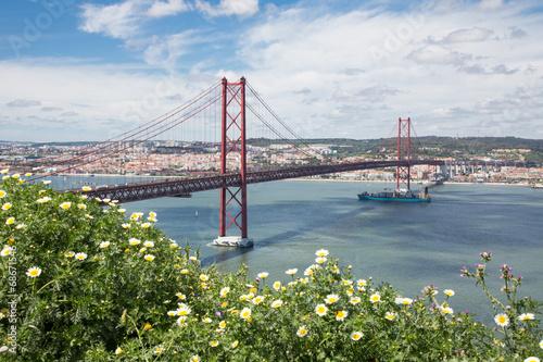 lizbona-widok-na-most-z-zielonej-gory