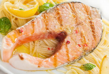 Fototapeta Do gastronomi Grilled salmon cutlet with linguine pasta