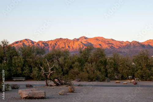Poster Parc Naturel Colorfully lit hills in Death Valley
