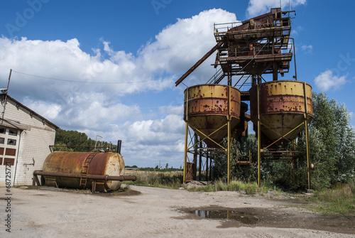 Papiers peints Les vieux bâtiments abandonnés Abandoned Factory in the Countryside