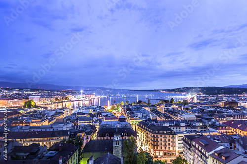 Photo Panoramic night view of the city of Geneva, Lake Geneva