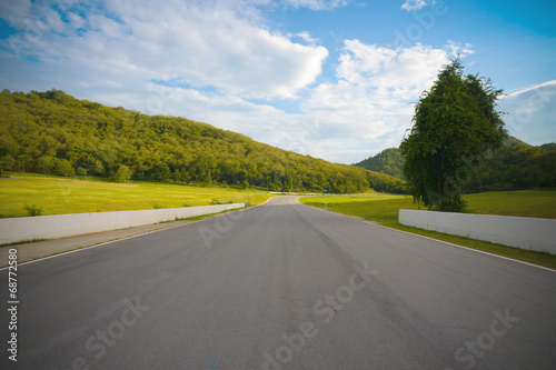 Foto op Plexiglas F1 racetrack straight to the mountain with the clear sky.