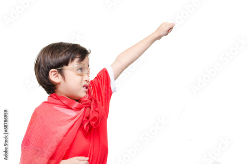 Foto  A young boy is dressed up as a superhero flying