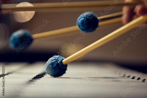Fotomural Sticks hitting a xylophone closeup