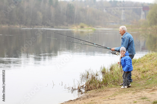 Poster Peche Grandfather and grandson are fishing