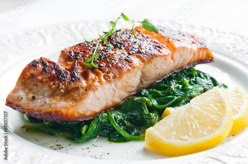Foto op Canvas Vis Salmon with Spinach