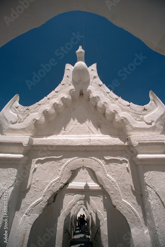 Spoed Foto op Canvas Bedehuis Entrance gate to Hsinbyume Pagoda in Myanmar.