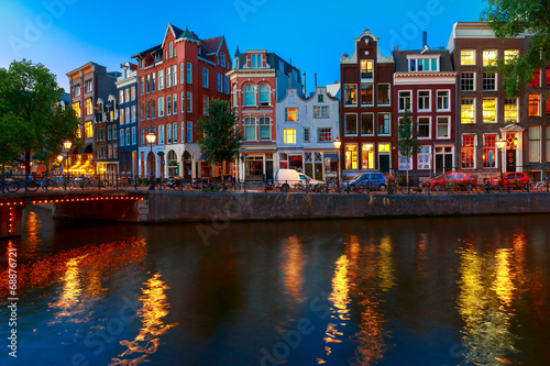 Photo  Night city view of Amsterdam canal with dutch houses