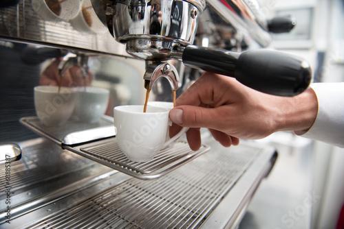 Fotografie, Obraz  Barista a kávovar
