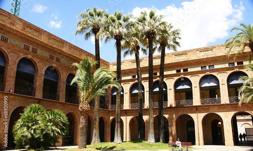 Papel de parede  Edificio reformado en Nou Barris, Barcelona