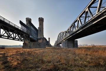 Mosty kratowe, drogowy i kolejowy