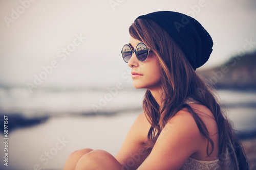 Photo  Young fashion hipster woman