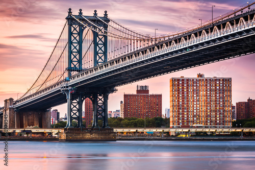 Foto op Plexiglas Bruggen Manhattan Bridge under a purple sunset