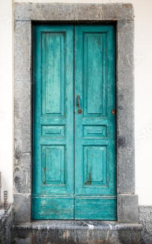 stare-niebieskie-drzwi