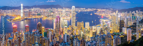 Spoed Foto op Canvas Panoramafoto s Hong Kong Skyline at Dusk Panorama