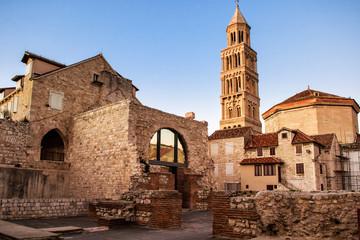 Prizor iz starog grada Splita i pogled na stari zvonik